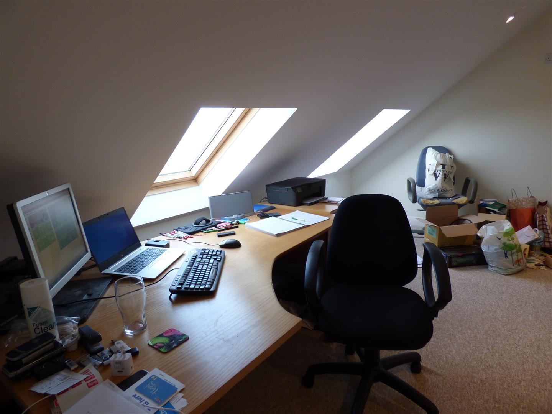 3rd floor Bedroom 3/Office